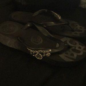 Bcbg flip flops